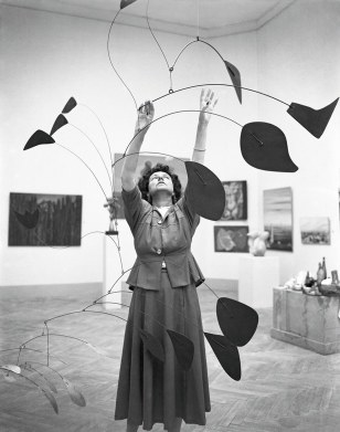 people-peggy-guggenheim-1948-calder-mobile-arc-of-petals